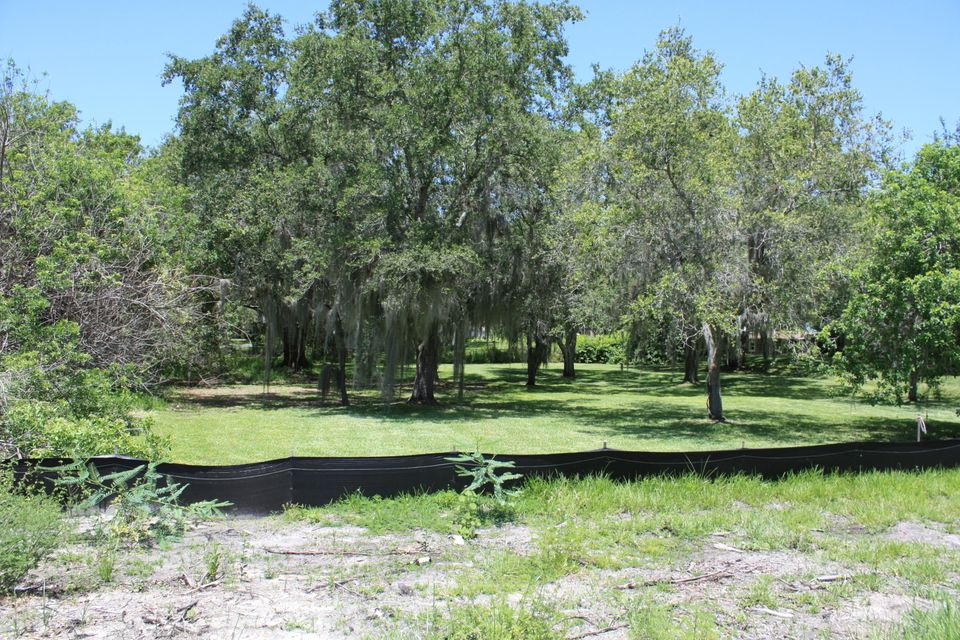Additional photo for property listing at 1203 W Midway Road W  Fort Pierce, Florida 34982 États-Unis