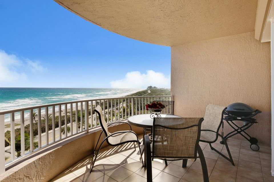 Co-op / Condominio por un Venta en 750 Ocean Royale Way 750 Ocean Royale Way Juno Beach, Florida 33408 Estados Unidos