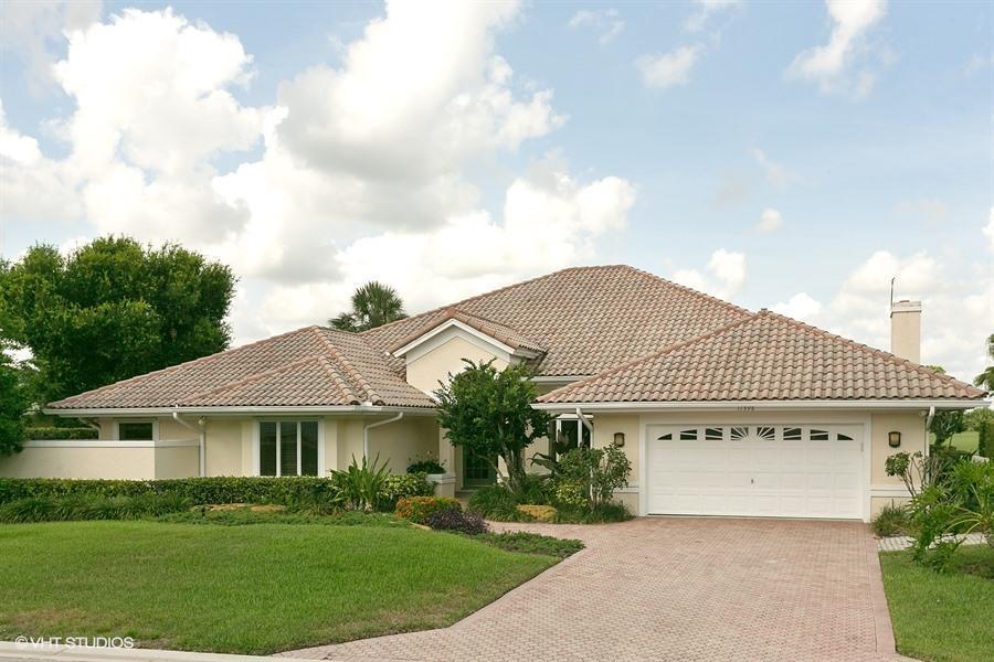 独户住宅 为 销售 在 11598 SE Plandome Drive 11598 SE Plandome Drive Hobe Sound, 佛罗里达州 33455 美国