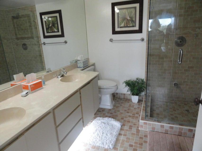 Additional photo for property listing at 2401 Village Boulevard  West Palm Beach, Florida 33409 Estados Unidos