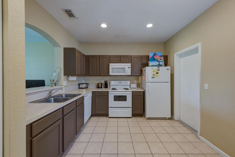 Additional photo for property listing at 2211 Oakmont Drive  Riviera Beach, 佛罗里达州 33404 美国