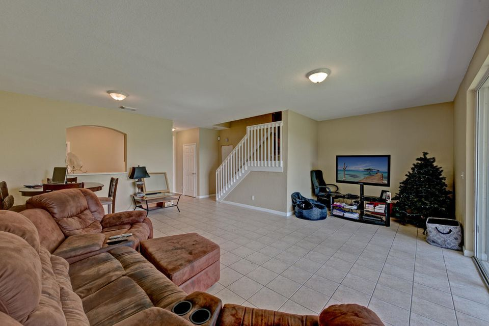 Additional photo for property listing at 2211 Oakmont Drive  Riviera Beach, Florida 33404 Vereinigte Staaten