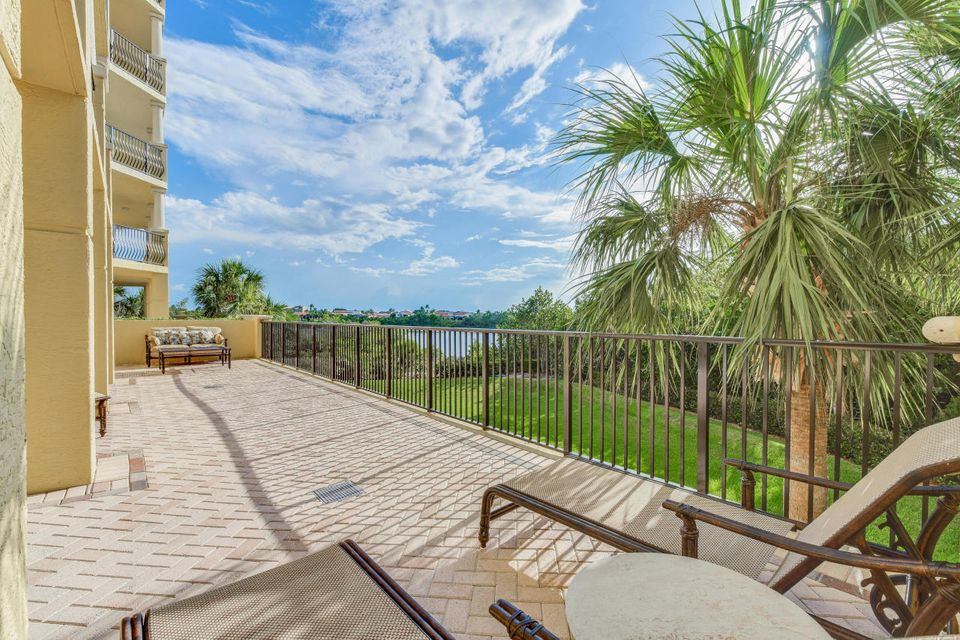 Additional photo for property listing at 340 Us 1 340 Us 1 Jupiter, Florida 33477 États-Unis