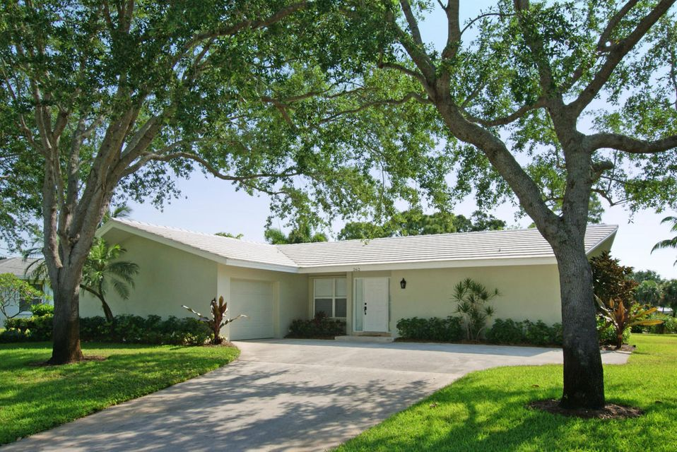 This immaculate, remodeled Tequesta Country Club Community home is situated on a roomy home site with picturesque, eastern golf views overlooking the 3rd fairway of the beautiful & newly redesigned Tequesta Country Club golf course. Featuring 3 bedrooms & 2 baths (3rd bedroom has no closet and can be used as a den or office), updates include totally remodeled kitchen & baths, new 20'' tile throughout the living area & hand-scraped wood flooring in the bedrooms. The spacious backyard offers an open patio & room for a pool. This home is ideal for residents of all ages who enjoy golfing or boating. Tequesta Country Club Community is a great neighborhood with A-rated schools & community boat ramp.