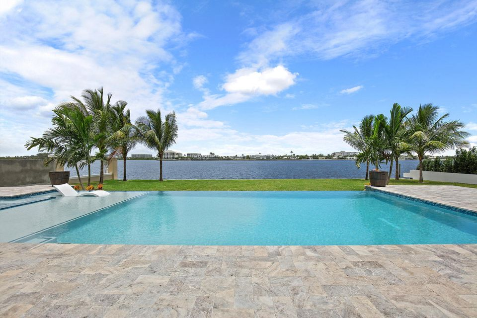 Additional photo for property listing at 2100 Notre Dame Drive  Lake Worth, Florida 33460 United States