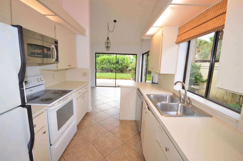 Additional photo for property listing at 2890 Farragut Lane  West Palm Beach, Florida 33409 United States