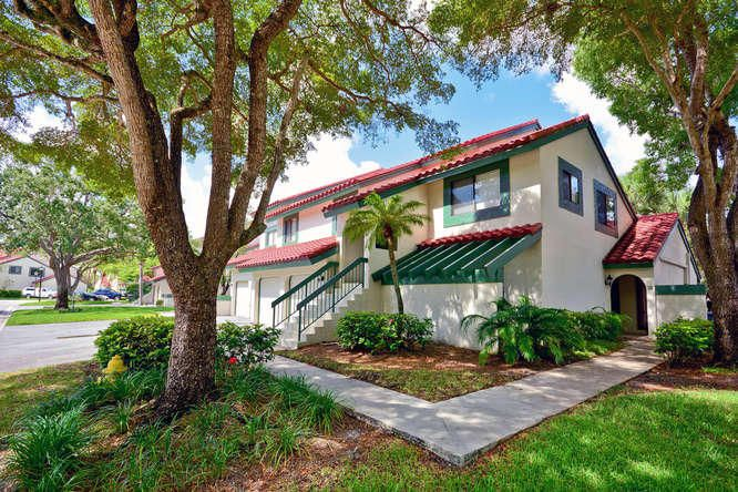 2 Lexington Lane H , Palm Beach Gardens FL 33418 is listed for sale as MLS Listing RX-10352163 29 photos