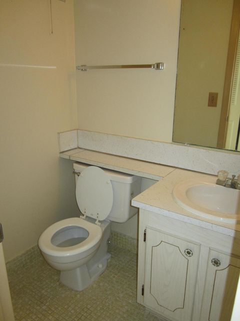 Additional photo for property listing at 84 Canterbury D  West Palm Beach, Florida 33417 United States