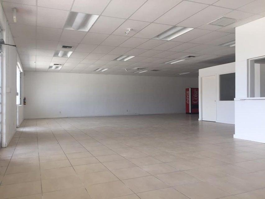 Commercial / Industrial للـ Sale في 947 Park Avenue Lake Park, Florida 33403 United States
