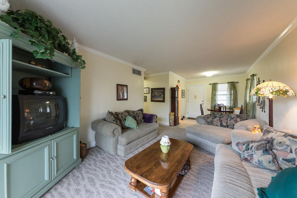 Additional photo for property listing at 6501 Winfield Boulevard  Margate, 佛罗里达州 33063 美国