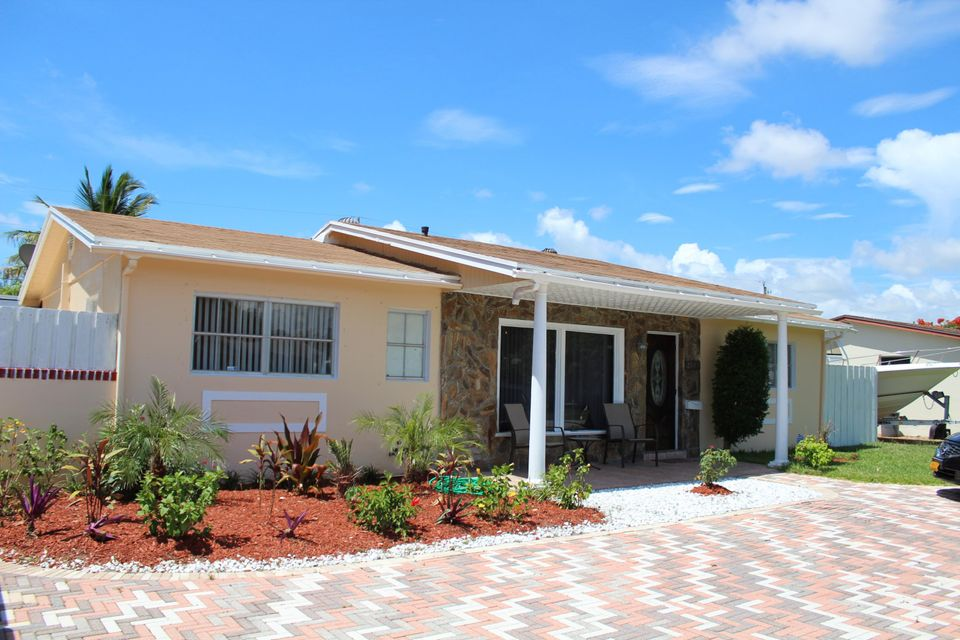 2586 Freeport Road, West Palm Beach, FL 33406
