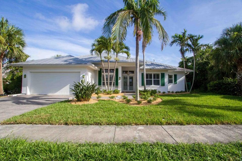9033 SE Ceres Street, Hobe Sound, FL 33455