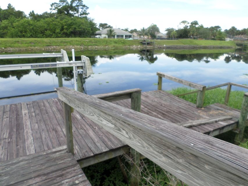 Additional photo for property listing at 1046 SW Sultan Drive 1046 SW Sultan Drive Port St. Lucie, Florida 34953 Estados Unidos