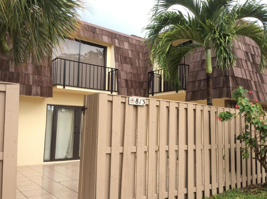 813 8th Court , Palm Beach Gardens FL 33410 is listed for sale as MLS Listing RX-10352724 18 photos