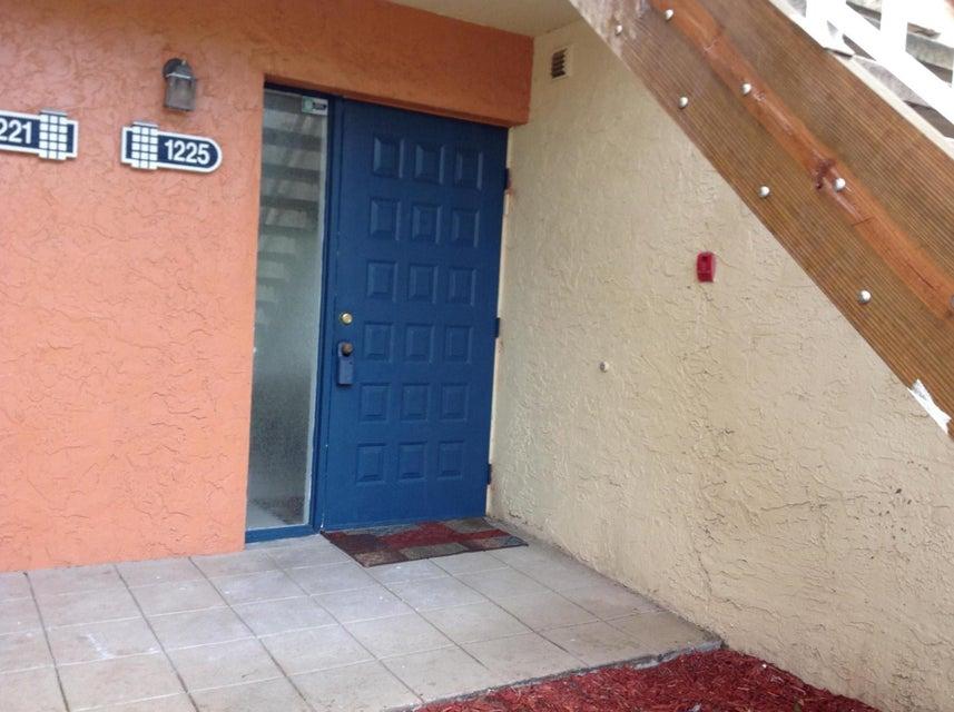 1225 The Pointe Drive 11, West Palm Beach, FL 33409