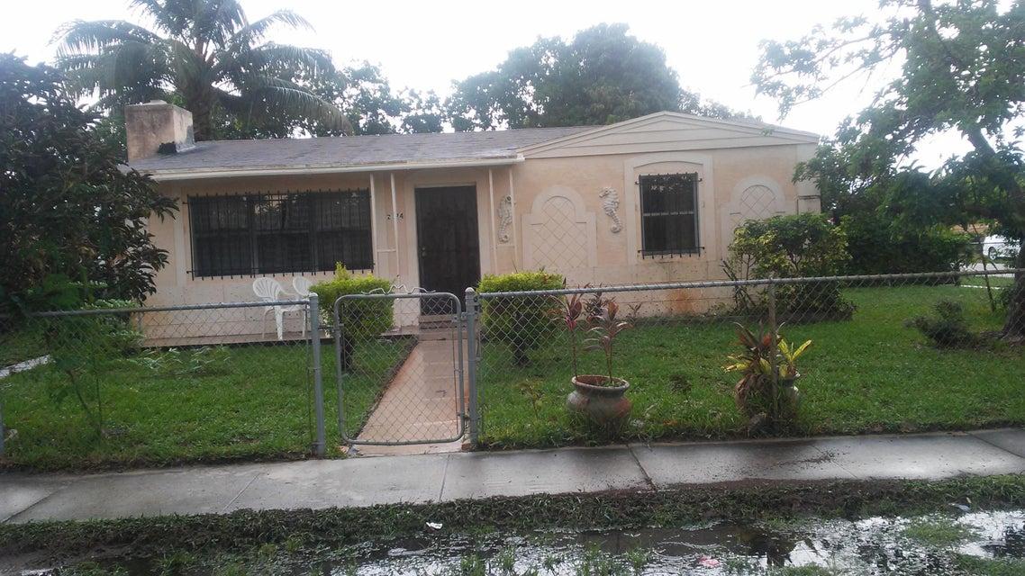 2124 S Beech Road W, West Palm Beach, FL 33409