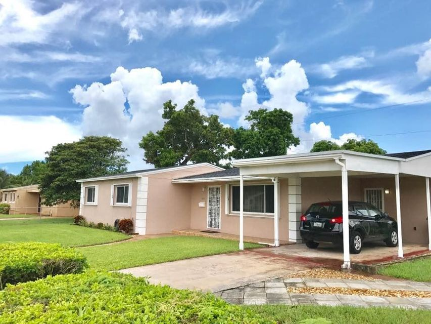 Home for sale in NORWOOD 3 RD, ADDN. SEC2 Miami Gardens Florida