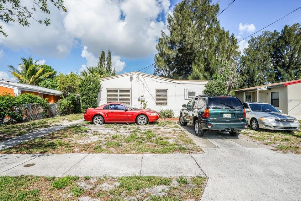 5605 Pinewood Avenue, West Palm Beach, FL 33407