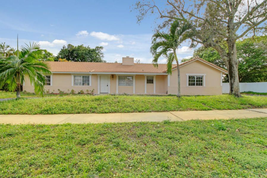 Rentals للـ Rent في 8690 Gatehouse Road 8690 Gatehouse Road Plantation, Florida 33324 United States