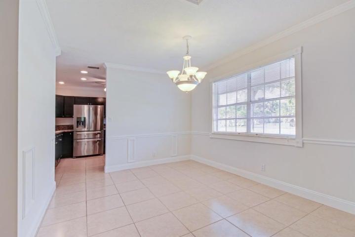 Additional photo for property listing at 8690 Gatehouse Road 8690 Gatehouse Road Plantation, Florida 33324 Estados Unidos