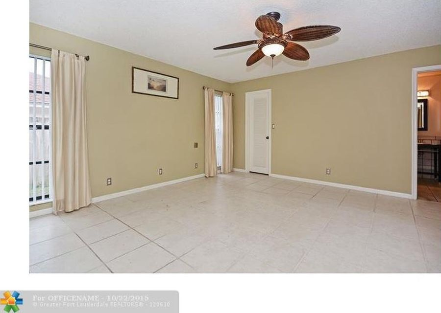 Additional photo for property listing at 17679 Woodview Terrace 17679 Woodview Terrace Boca Raton, Florida 33487 United States