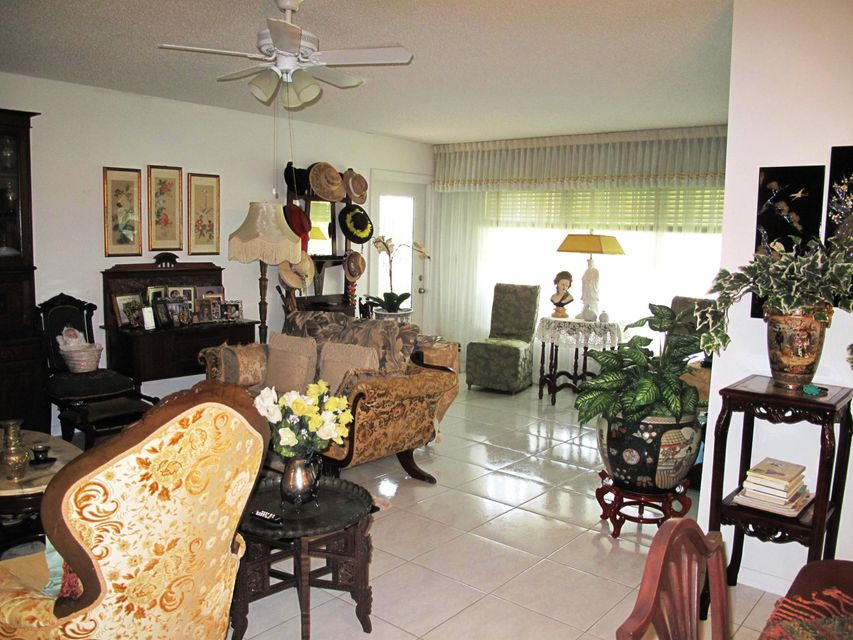 Additional photo for property listing at 545 High Point Drive  Delray Beach, Florida 33445 États-Unis