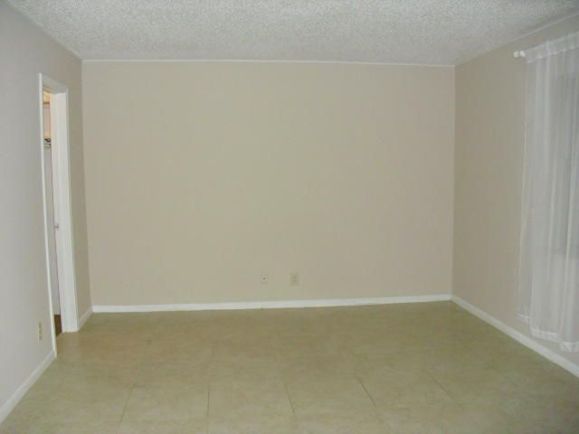 Additional photo for property listing at 570 High Point Drive 570 High Point Drive Delray Beach, Florida 33445 United States