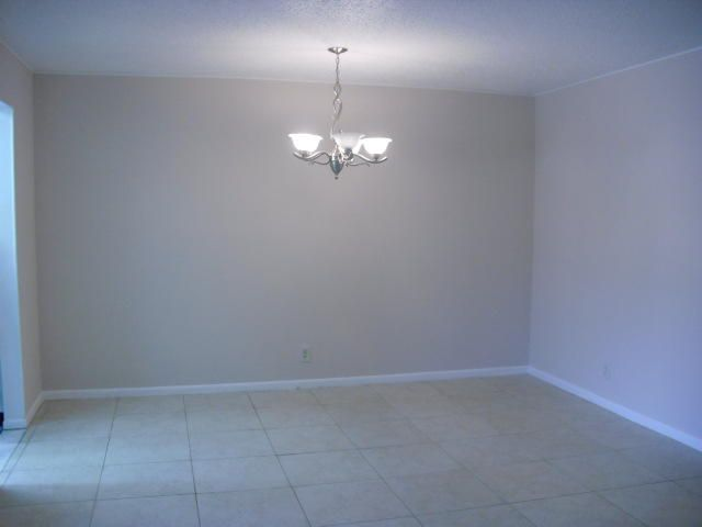 Additional photo for property listing at 570 High Point Drive 570 High Point Drive Delray Beach, Florida 33445 États-Unis