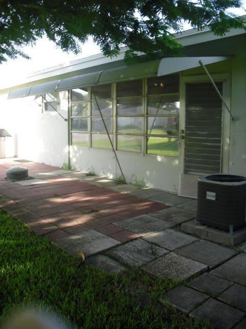 Additional photo for property listing at 570 High Point Drive 570 High Point Drive Delray Beach, Florida 33445 Estados Unidos