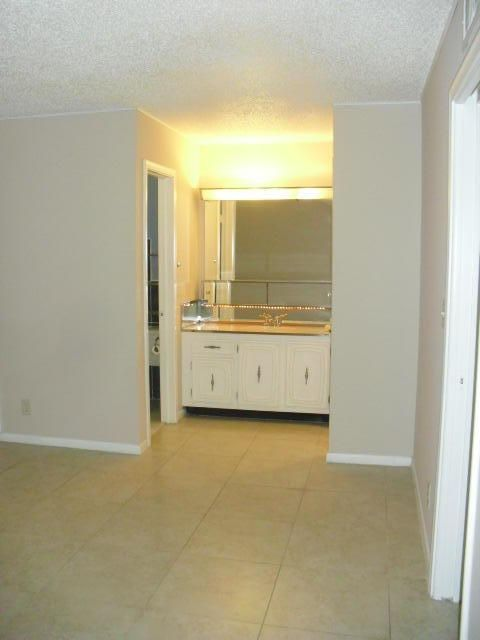 Additional photo for property listing at 570 High Point Drive  Delray Beach, Florida 33445 United States