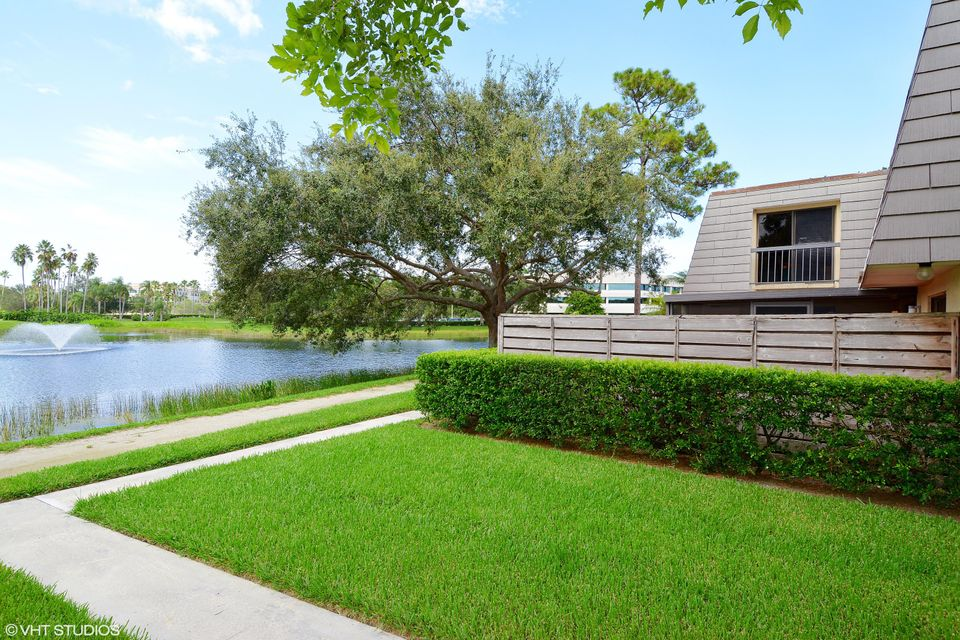 122 1st Terrace , Palm Beach Gardens FL 33418 is listed for sale as MLS Listing RX-10353618 13 photos