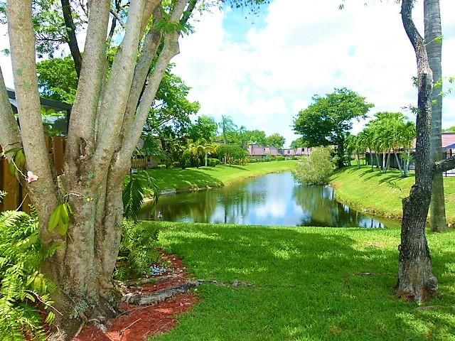 Townhouse for Sale at 7611 Courtyard Run W Boca Raton, Florida 33433 United States
