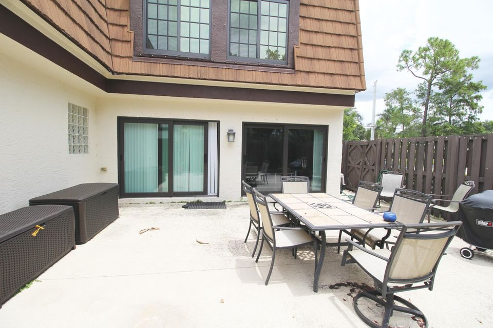 Additional photo for property listing at 144 Weybridge Circle  Royal Palm Beach, Florida 33411 United States