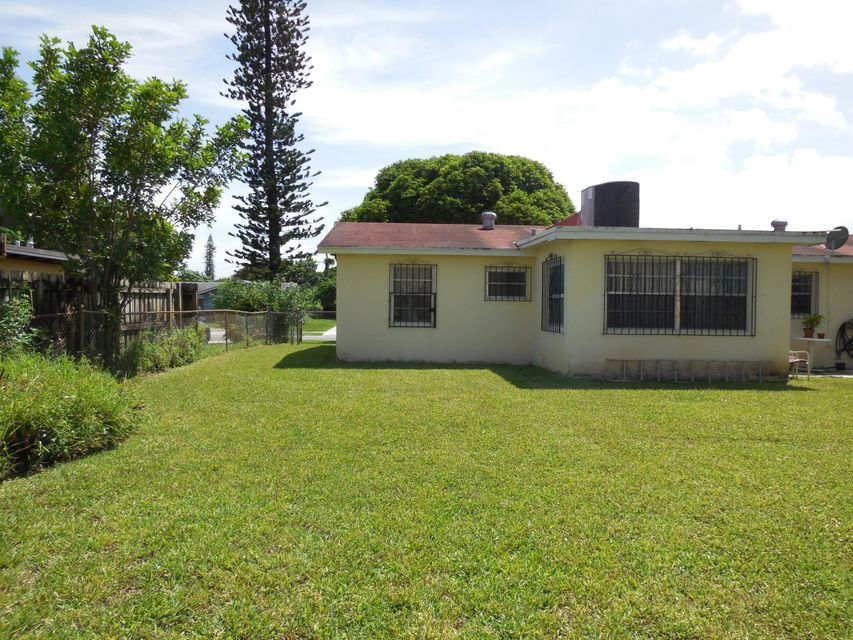 Additional photo for property listing at 324 N Ware Drive  West Palm Beach, Florida 33409 Estados Unidos