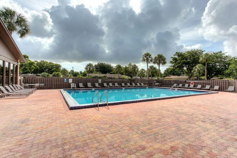 Additional photo for property listing at 151 Berkley Road  Hollywood, Florida 33024 United States