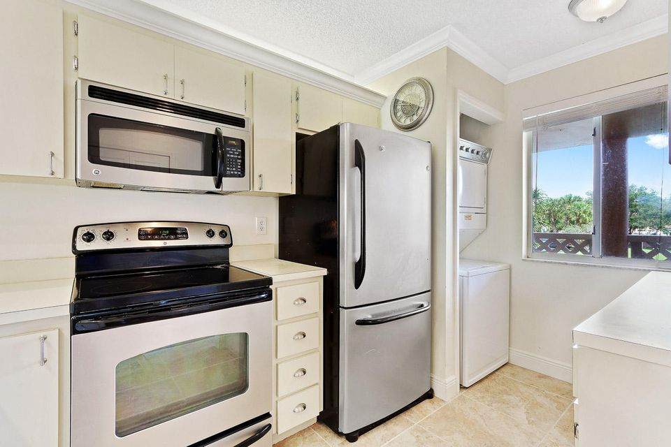 Additional photo for property listing at 353 S Us Highway 1 353 S Us Highway 1 Jupiter, Florida 33477 Estados Unidos