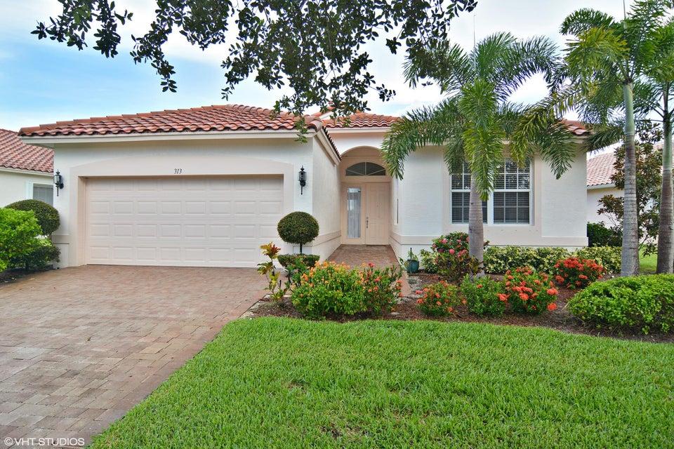 Maison unifamiliale pour l Vente à 313 NW Shoreline Circle Port St. Lucie, Florida 34986 États-Unis