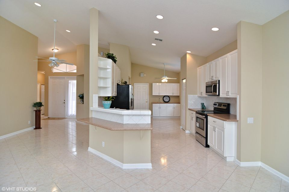 Additional photo for property listing at 313 NW Shoreline Circle  Port St. Lucie, Florida 34986 United States