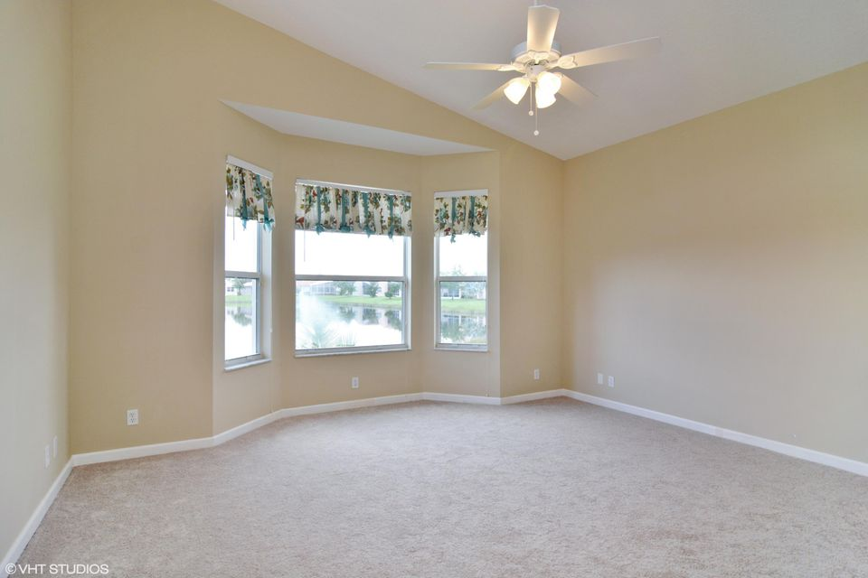 Additional photo for property listing at 313 NW Shoreline Circle 313 NW Shoreline Circle Port St. Lucie, Florida 34986 United States