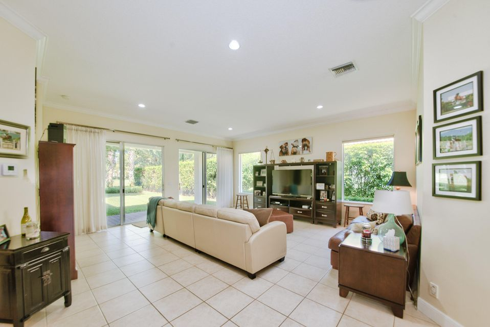 Additional photo for property listing at 2890 Twin Oaks Way 2890 Twin Oaks Way Wellington, Florida 33414 États-Unis