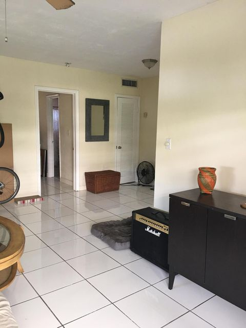 Co-op / Condominio por un Alquiler en 3522 NE 166th Street North Miami Beach, Florida 33160 Estados Unidos