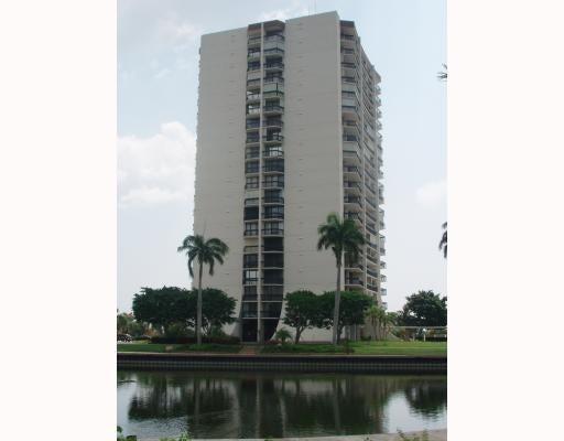 Coopérative / Condo pour l Vente à 2000 Presidential Way West Palm Beach, Florida 33401 États-Unis