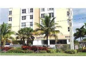 Co-op / Condominio por un Venta en 800 SE 20th Avenue Deerfield Beach, Florida 33441 Estados Unidos