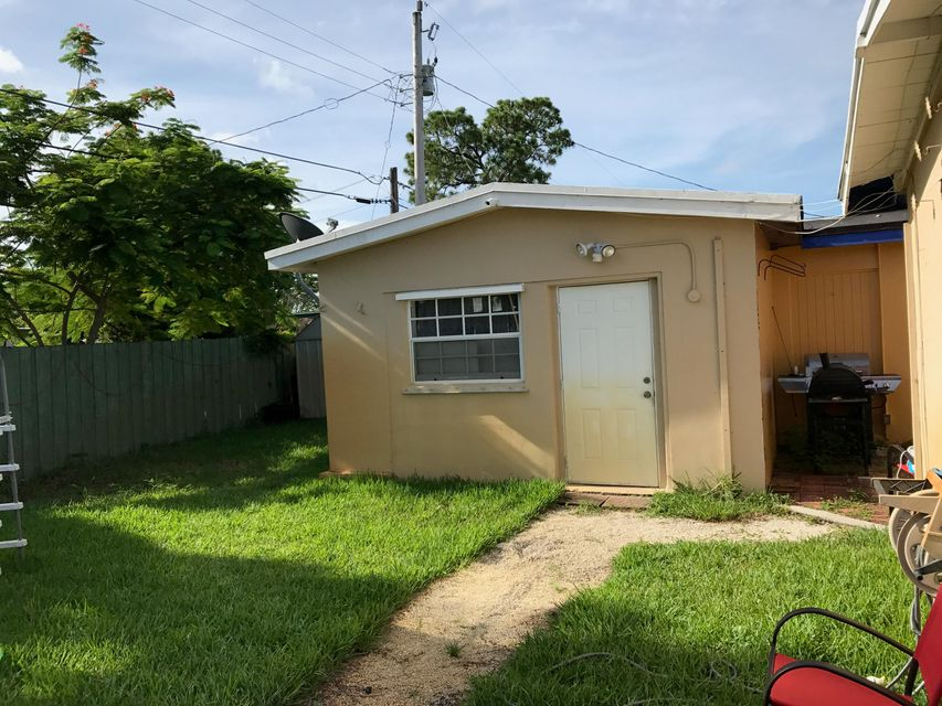 Additional photo for property listing at 1902 W Chatham Road  West Palm Beach, Florida 33415 United States
