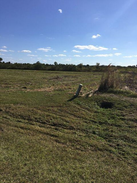 Additional photo for property listing at 13154 SE 26th Lane  Okeechobee, Florida 34974 États-Unis