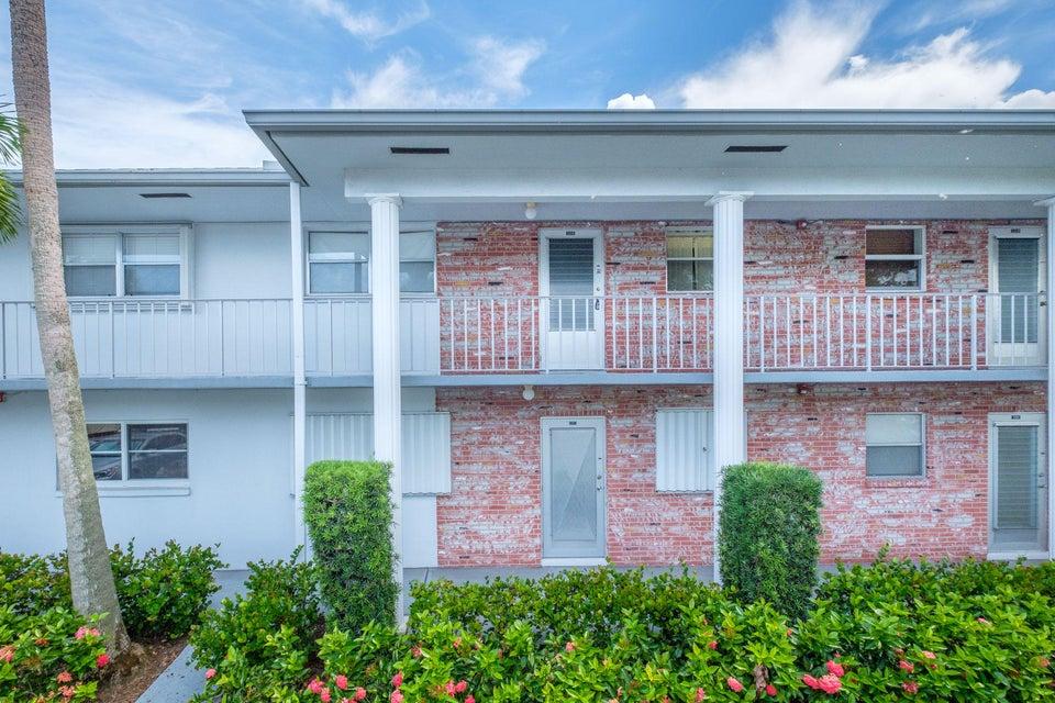Co-op / Condominio por un Venta en 2660 SW 22nd Avenue 2660 SW 22nd Avenue Delray Beach, Florida 33445 Estados Unidos