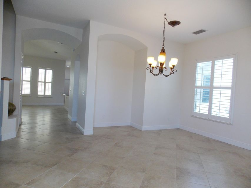 Additional photo for property listing at 10511 SW Sarah Way  Port St. Lucie, Florida 34987 États-Unis