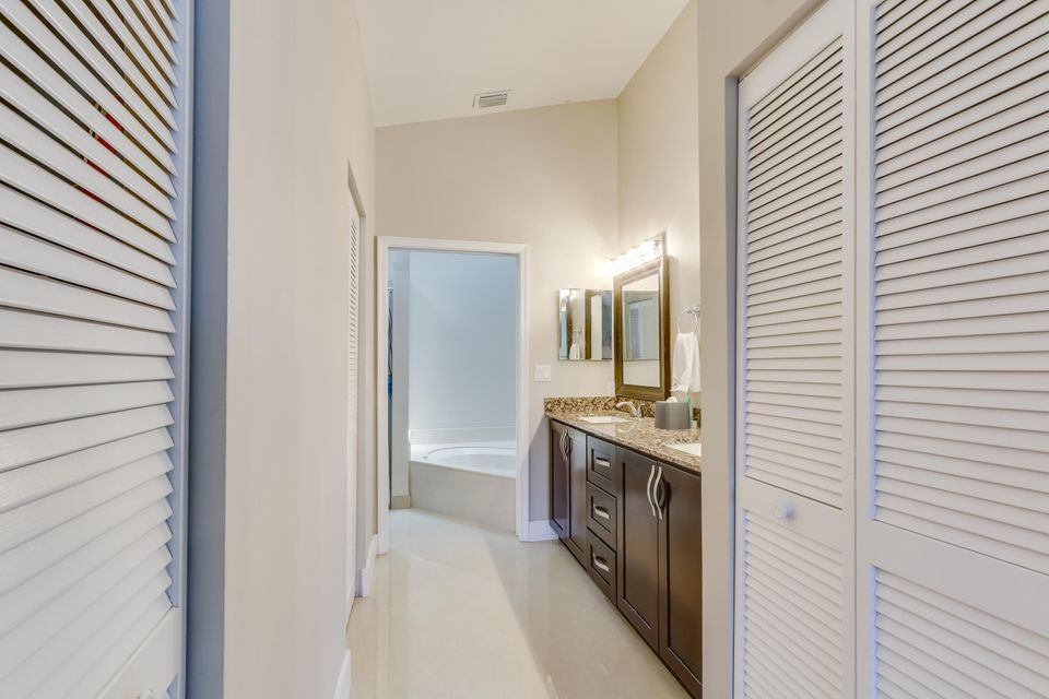 Additional photo for property listing at 127 Executive Circle 127 Executive Circle Boynton Beach, Florida 33436 Estados Unidos
