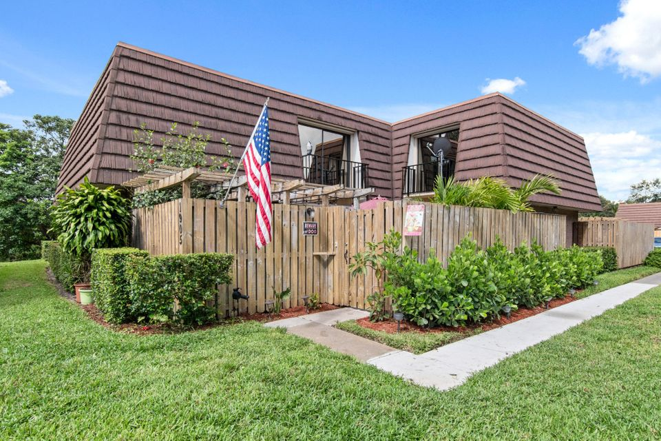 1905 19th Lane , Palm Beach Gardens FL 33418 is listed for sale as MLS Listing RX-10354002 17 photos