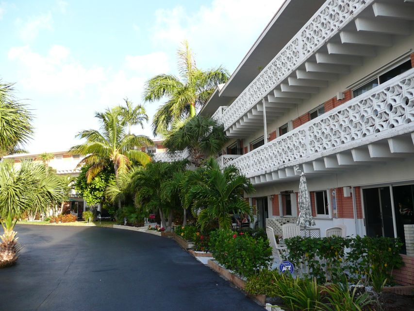 Co-op / Condo للـ Sale في 3705 S Flagler Drive West Palm Beach, Florida 33405 United States